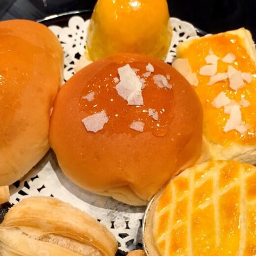 龙猫红豆菠萝包