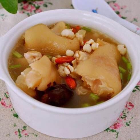 美味的红枣猪脚汤