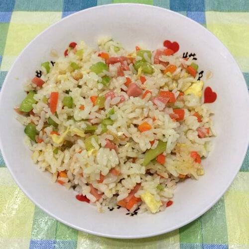 黄瓜火腿炒米饭