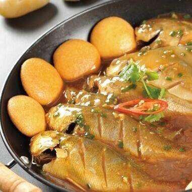 美味的养生鱼锅玉米饼子