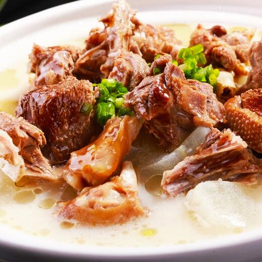 美味的东北铁锅炖大鹅