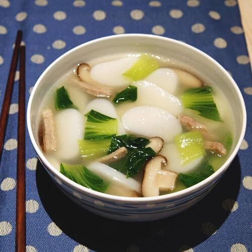 自制青菜肉丝年糕汤