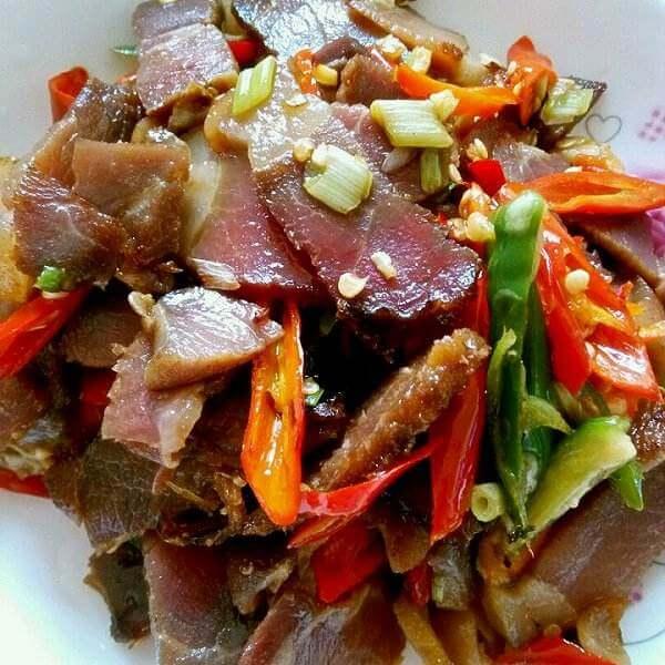 高粱粑粑炒腊肉
