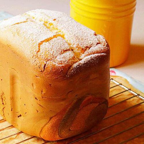 美味可口的双拼面包卷