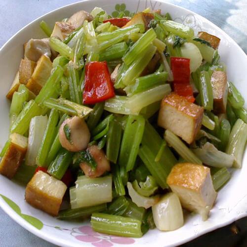 肉丁炒香菇芹菜丁