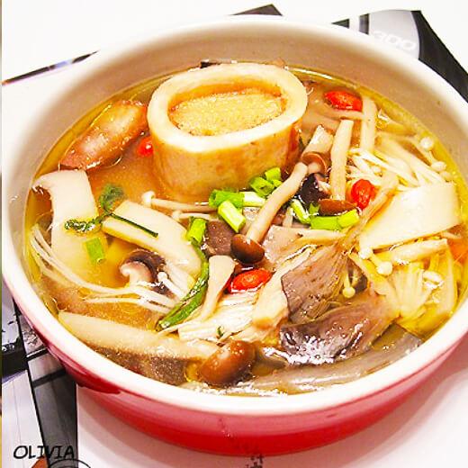 家常菌菇萝卜汤