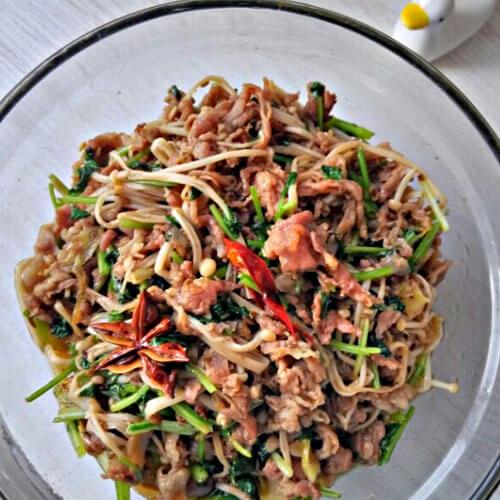 羊肉片炒香菜金针菇