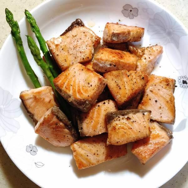 香煎三文鱼配烤蔬菜