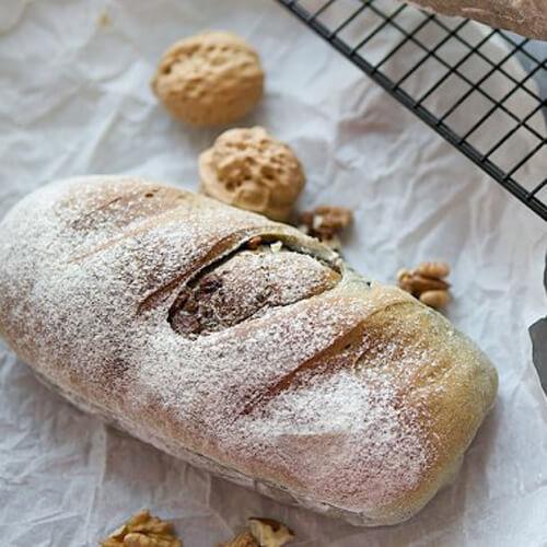 美味的黑芝麻核桃养生面包