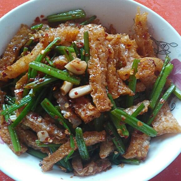 芹菜炒炸猪皮