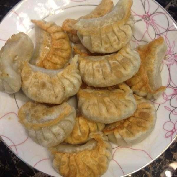 美味的鸡蛋芹菜煎饺