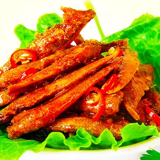 麻辣的辣椒煮蒸鱼