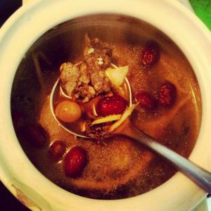 红枣花生乌鸡汤