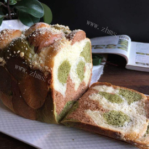 奶香三色面包