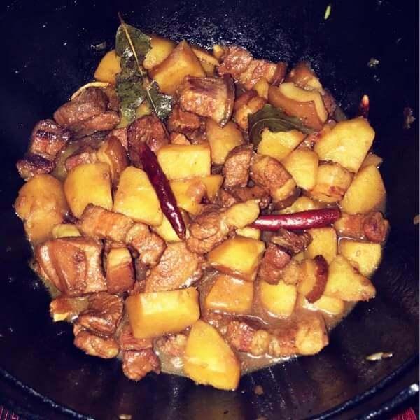 美味卤大骨头炖土豆