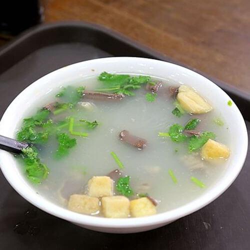热腾腾的青菜鸭肝粥