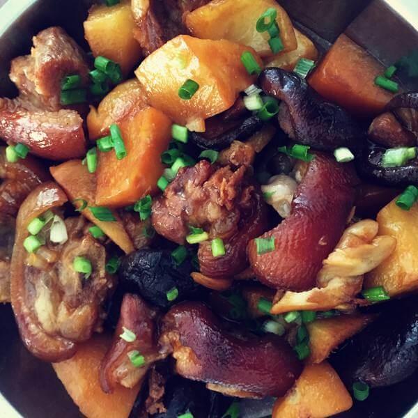 鸡蛋章鱼香菇卤猪蹄