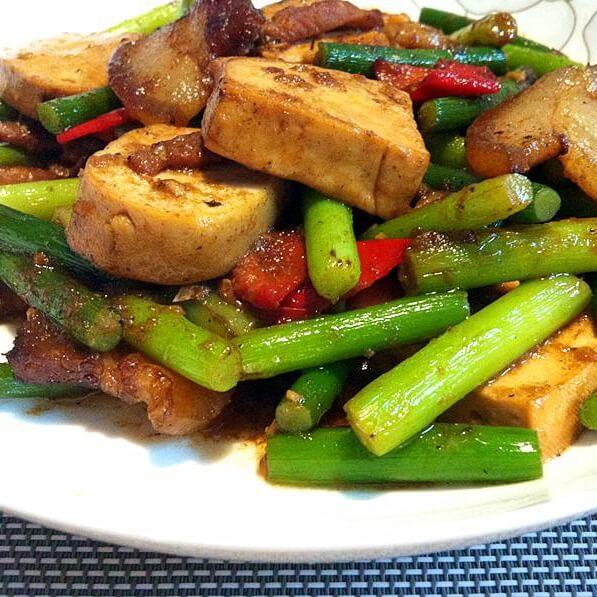 蒜薹炒冻豆腐