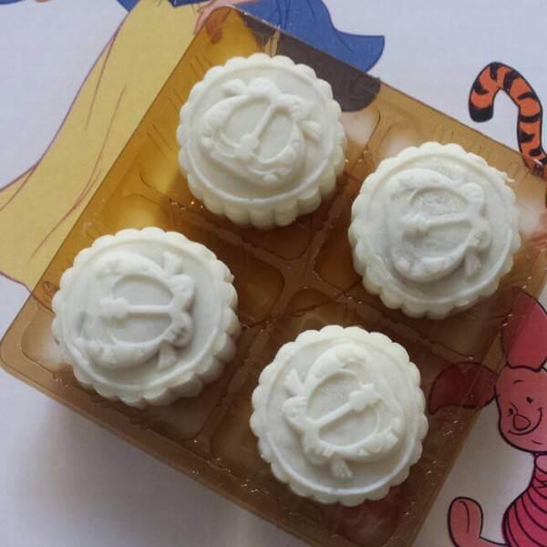 陈皮红豆沙馅冰皮月饼