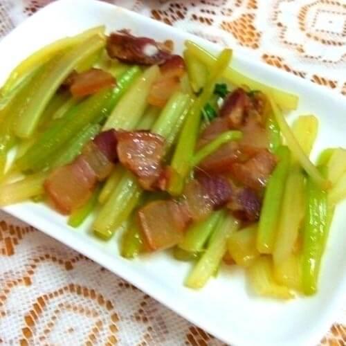 芹菜丝炒腊肉