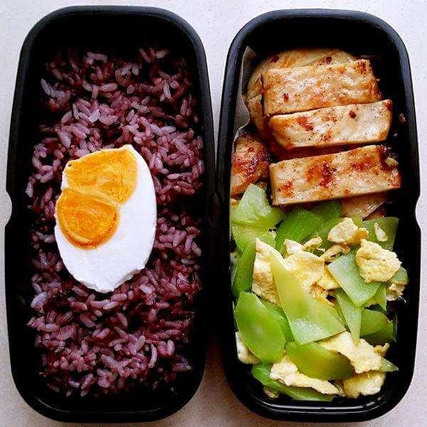 鸡蛋炒黑米饭