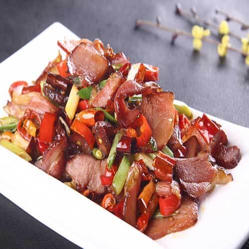 甜辣可口的青椒炒五花腊肉