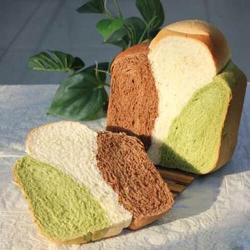 可口的奶香三色面包
