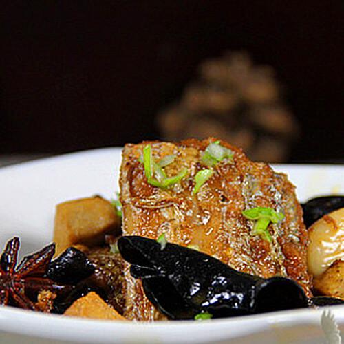 带鱼烧木耳豆腐