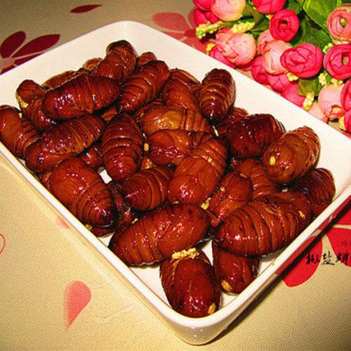 喷香美味吮指椒盐蝉蛹