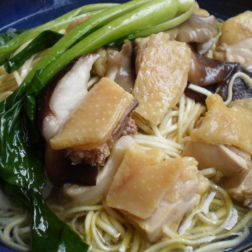 三文鱼木耳豆腐菜心面