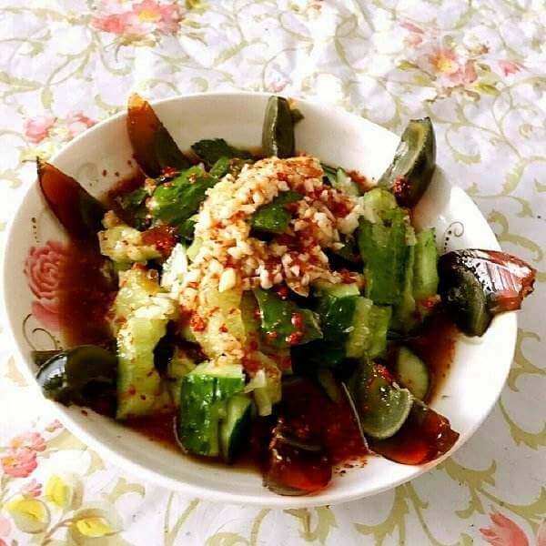 特色美食黄瓜变蛋拌荆芥