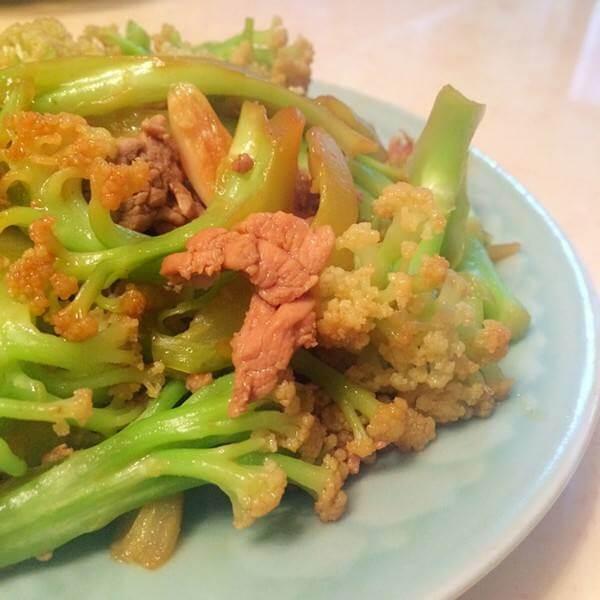 花菜炒粉肉片