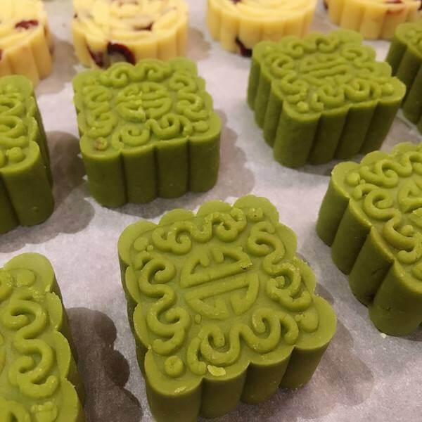 香甜的玫瑰酱芯绿豆糕
