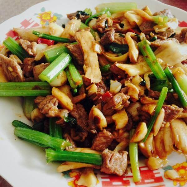 美味干锅五花肉杏鲍菇