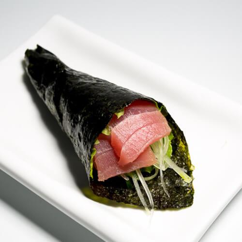 好吃的金枪鱼手卷寿司