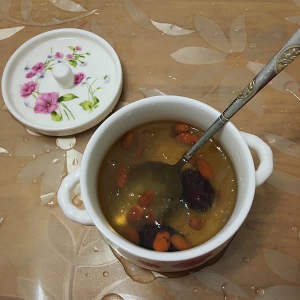 皂角米红枣炖燕窝
