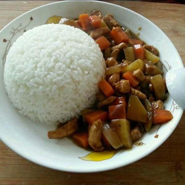 鸡肉微辣咖喱饭