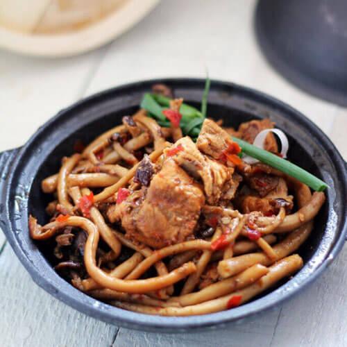 羊肉汤煮茶树菇
