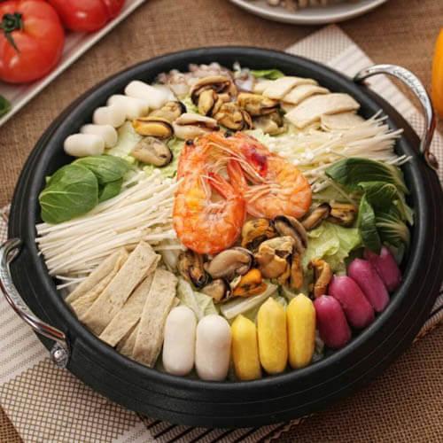 美味的韩国海鲜年糕火锅