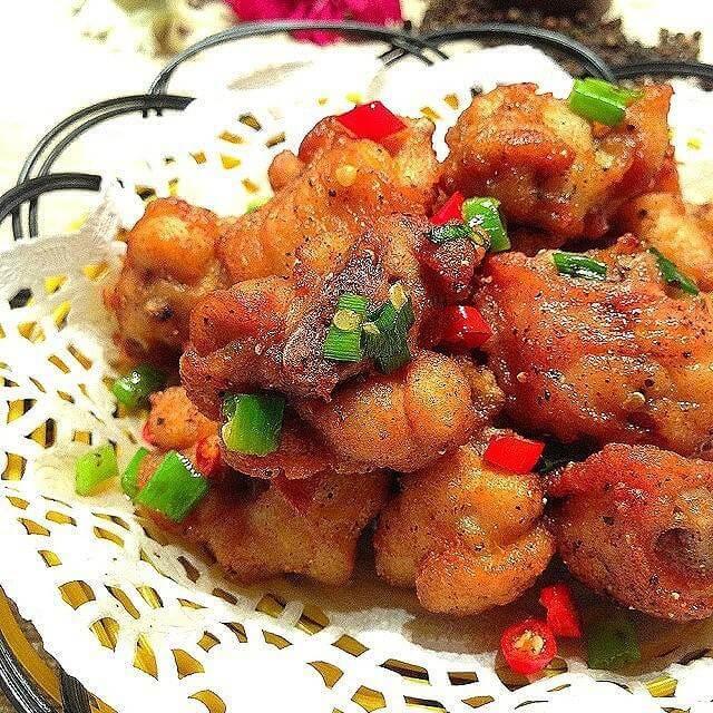 红辣椒碎炒油炸鱼