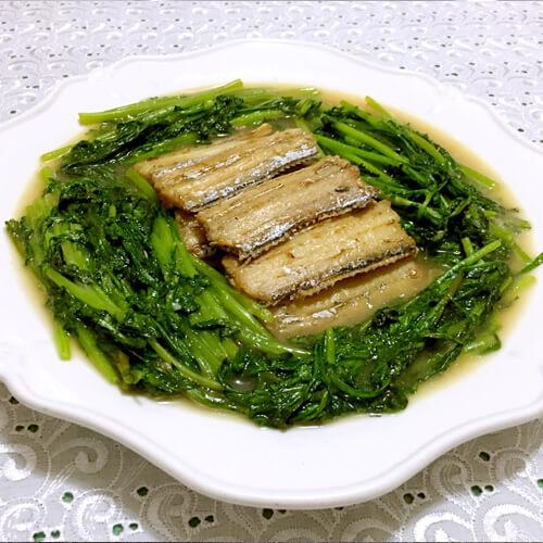好吃的刀鱼炖茼蒿