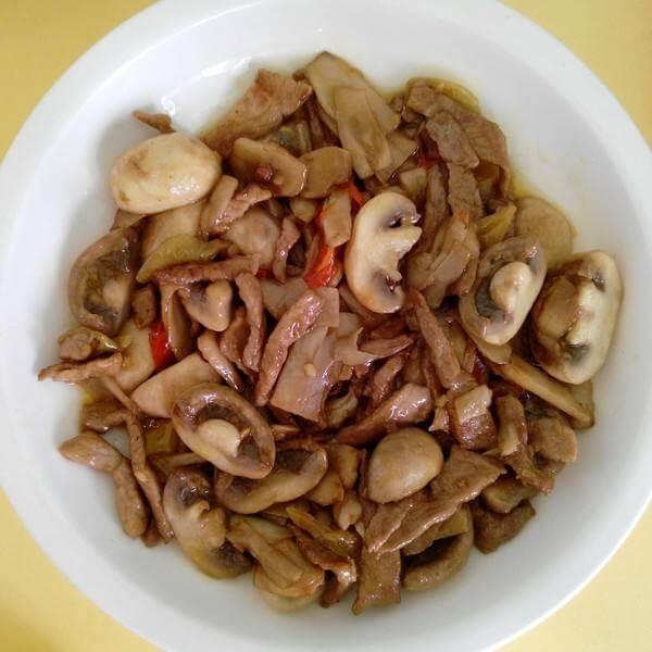 蒜苗蘑菇炒肉