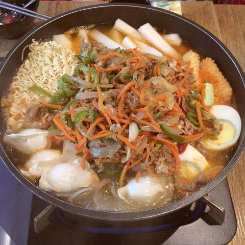 好吃的泡菜年糕豆腐汤