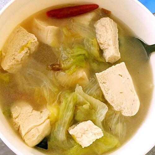 白菜炖冷冻豆腐