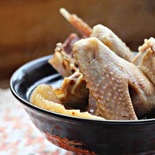 营养天麻黑桃炖老鸽