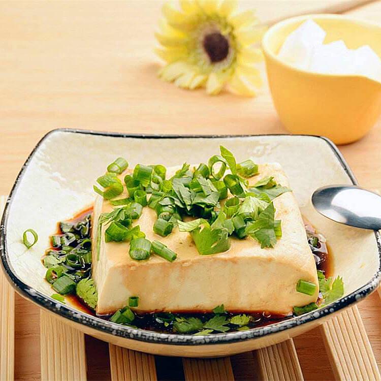 美味凉拌小葱豆腐
