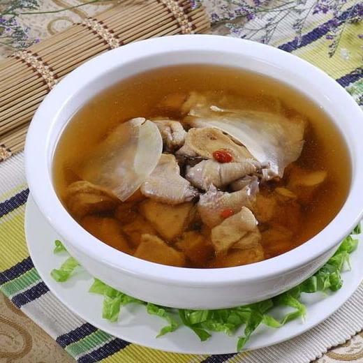 补品炖鸽子汤
