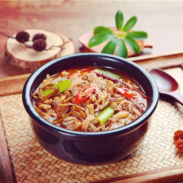 美味的韩国辣牛肉汤