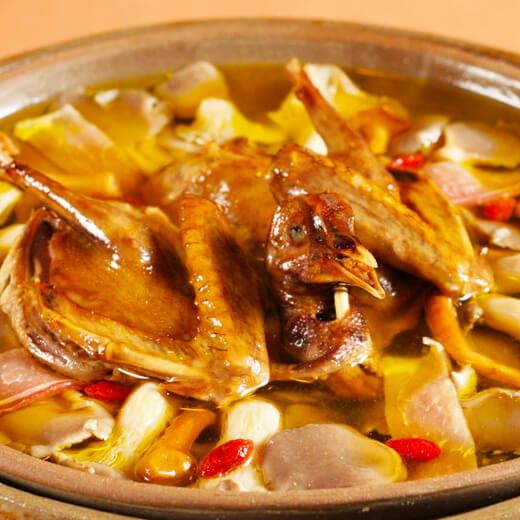 益气红枣菠萝蜜籽炖乳鸽