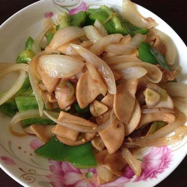 洋葱炒杏苞菇